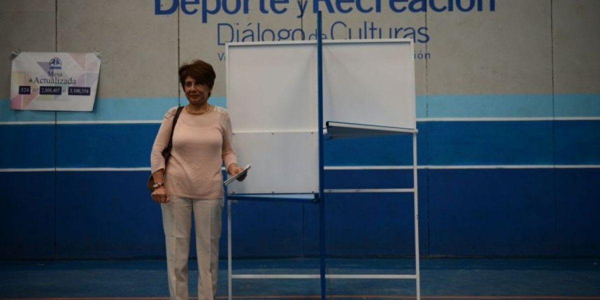 Periodistas denuncian a supuesto delegado de centro de votación