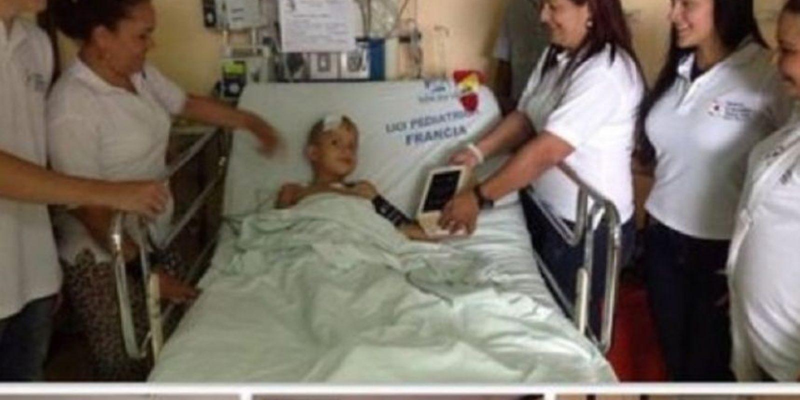 A través de la fundación Colombia Somos, apoya a niños en hospitales. Foto:instagram.com/jamesrodriguez10