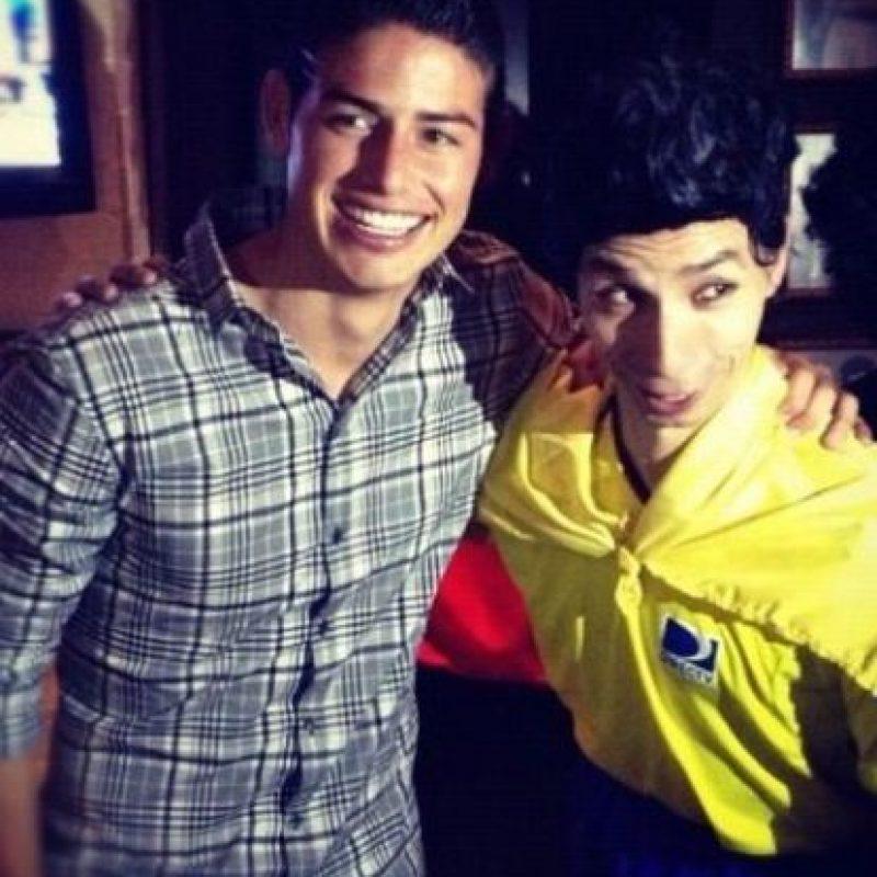 Se divierte con los fanáticos que encuentra en la calle. Foto:instagram.com/jamesrodriguez10