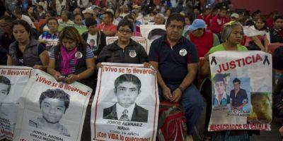 A través de su cuenta de Twitter, el presidente Enrique Peña Nieto, respondió al informe final del Grupo Interdisciplinario de Expertos Independientes sobre el Caso Ayotzinapa: Foto:AFP