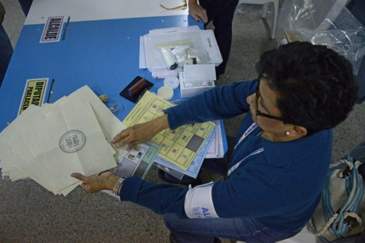 En caso de no lograrlo, se realizará una segunda vuelta el próximo 25 de octubre en el que competirán los dos aspirantes que más votos hayan recibidos. Foto:AFP