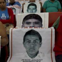 """Al respecto, periodistas como Jorge Ramos, Denise Dresser y el investigador John Ackerman, lanzaron fuertes cuestionamientos """"¿Por qué el gobierno de Peña Nieto dio versión falsa de Ayotzinapa?"""", señaló Ramos. Foto:AFP"""