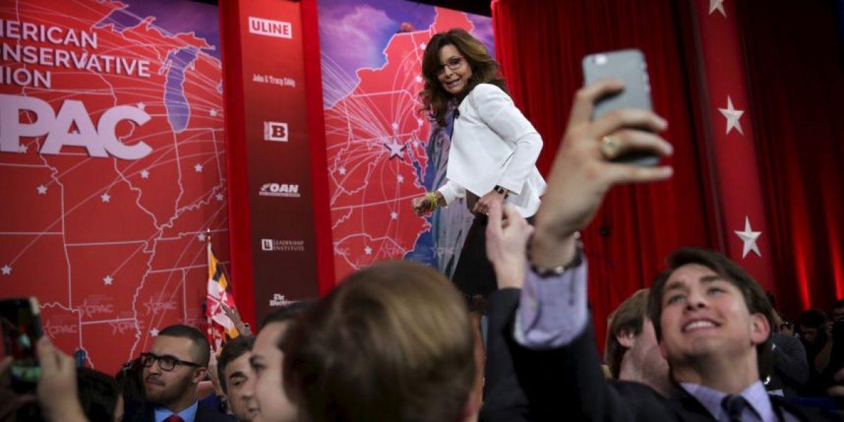 Sarah Palin critica a migrantes que no hablan inglés en Estados Unidos