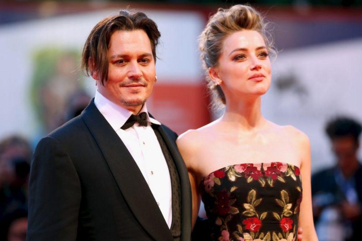 Con el objetivo de callar todos los rumores que indican que su matrimonio va rumbo al fracaso, Johnny Depp y Amber Heard expusieron su amor ante los fotógrafos. Foto:Getty Images