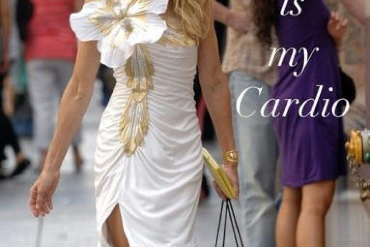 """En 2011, un bloguero calculó la deuda de una de las compradoras compulsivas más famosas: Carrie Bradshaw, de """"Sex and The City"""". Por todo lo que compra y lo poco que gana estaría debiendo 3 trillones de dólares. Foto:vía HBO"""