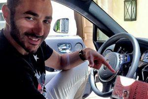 El delantero del Real Madrid, además de conducir sin su carnet, fue sorprendido conduciendo a más de 260 kilómetros por hora en una vialidad de Madrid en 2011. Foto:Vía instagram.com/karimbenzema