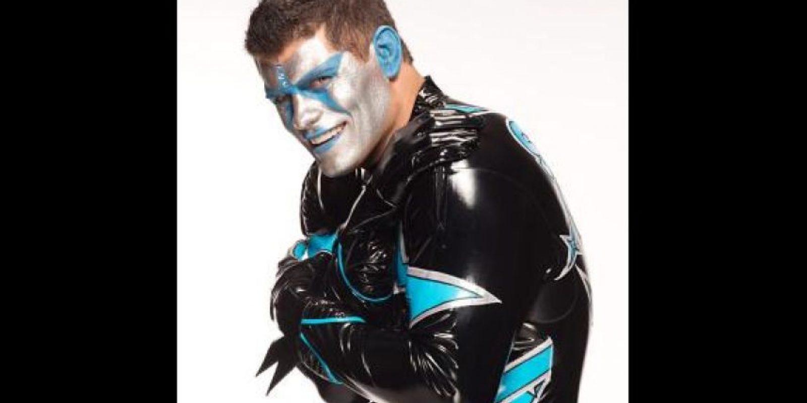 El hermano de Goldust primero utilizó los colores dorado y negro y después ha modificado sus tonos. Foto:WWE
