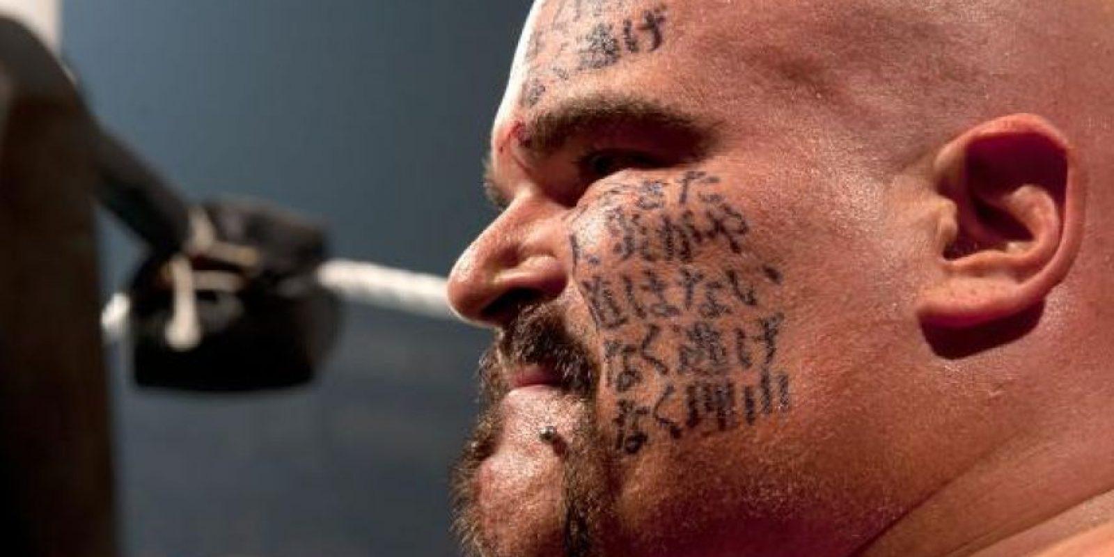 Después de su paso por Japón, regresó a América con símbolos orientales en la cara Foto:WWE