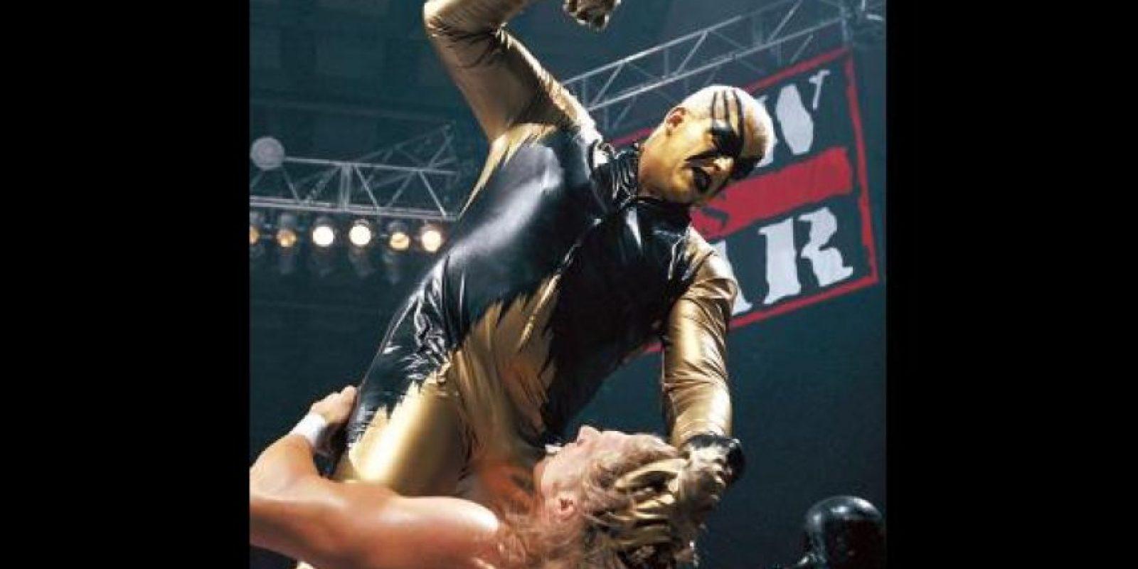 El exótico Goldust se caracteriza por cubrirse de oro de pies a cabeza Foto:WWE
