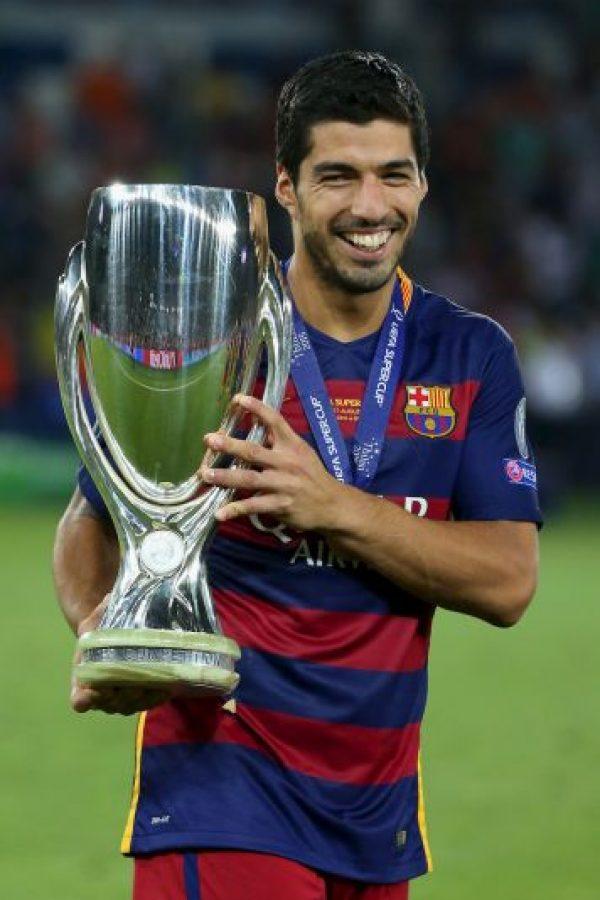 """Cuando el Barcelona fichó a Luis Suárez, el diario inglés """"Daily Mirror"""" aseguró que el contrato del futbolista incluía una cláusula """"antimordiscos"""". Foto:Getty Images"""