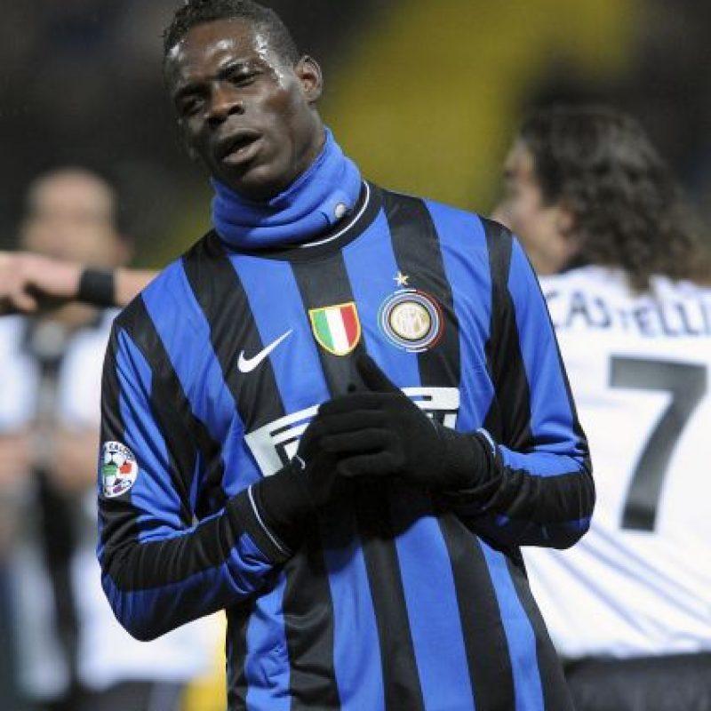 En una ocasión lanzó al césped la camiseta del Inter de Milán, algo que no perdonaron los seguidores del club nerazurri Foto:Getty Images