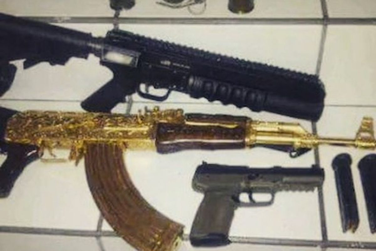 """Al igual que rifles AK-47 """"Cuerno de Chivo"""" Foto:Instagram.com/explore/tags/narco/"""