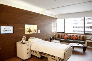 Atiende desde pacientes generales hasta cuidados intensivos y rehabilitación. Foto:Facebook.com/bumrungrad