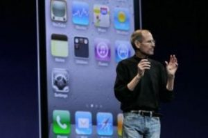 Steve Jobs anunció el iPhone 4 el 7 de junio de 2010 en la WWDC. Foto:Getty Images