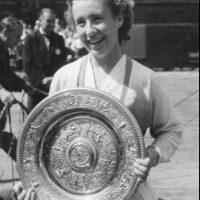 La primera mujer en ganar el Grand Slam en un mismo año fue Maureen Conolly Foto:Twitter