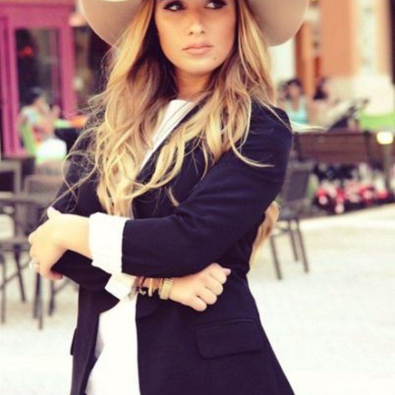 Tiene 27 años y es una cantante y compositora de música pop country. Se casó con Decker en junio de 2013. Foto:Vía instagram.com/jessiejamesdecker