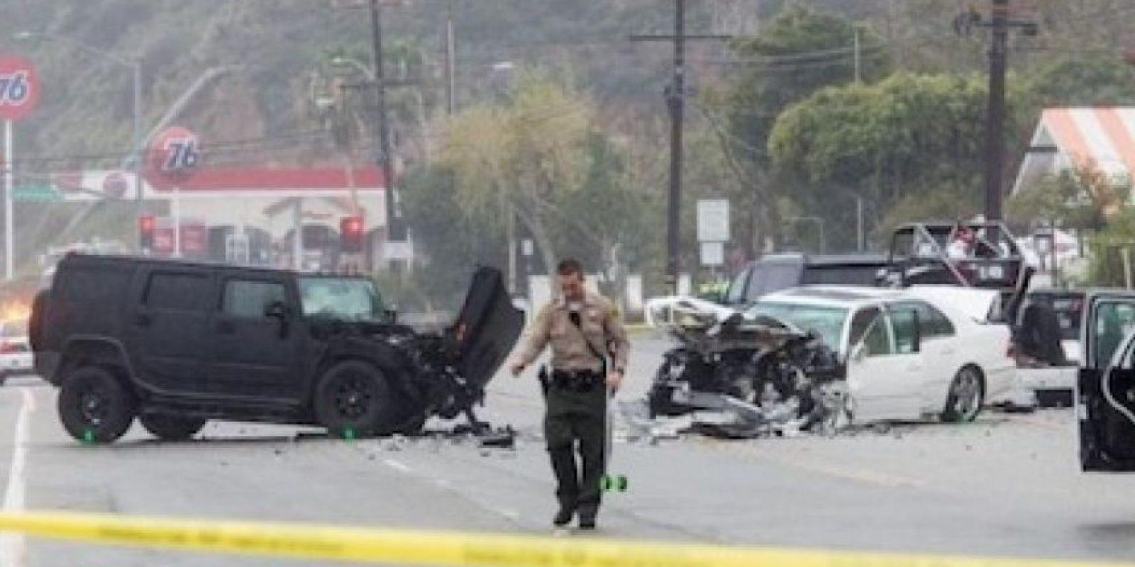Un total de tres automóviles estuvieron involucrados en el accidente, donde se registraron ocho lesionados y una persona perdió la vida. Foto:Grosby Group