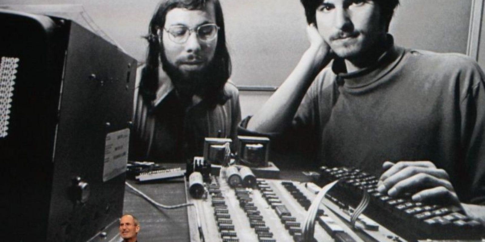 1976: Cofunda Apple con Steve Wozniak y produce la Apple I. Foto:Getty Images
