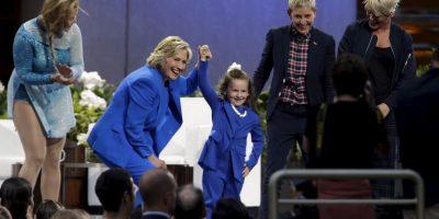 Para amenizar el programa también estuvo presente una mini Hillary Clinton. Foto:AP