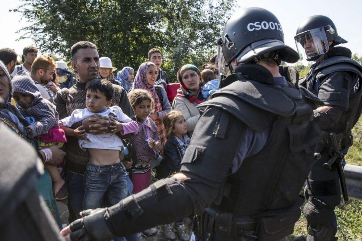 ¿La diferencia? Mientras los primeros deciden cómo actuar, los ciudadanos salen a la calle para brindar su apoyo. Foto:Getty Images