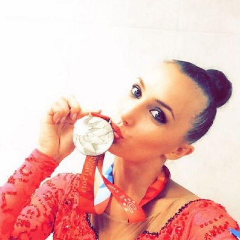 Este 2015 ganó cuatro medallas de bronce en el Mundial: en mazas, cinta, aro y por equipos. Foto:Vía instagram.com/annarizatdinova