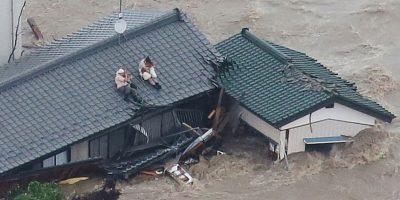Esto, después de que se desbordó el río Kinugawa Foto:AFP