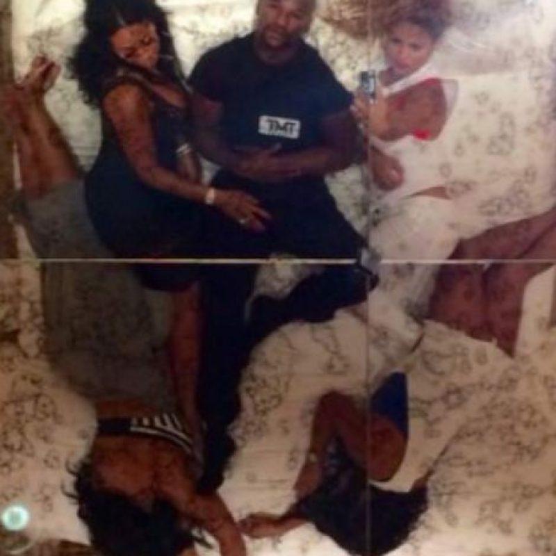 6. Hace unos días posteó una imagen con cuatro mujeres en la cama