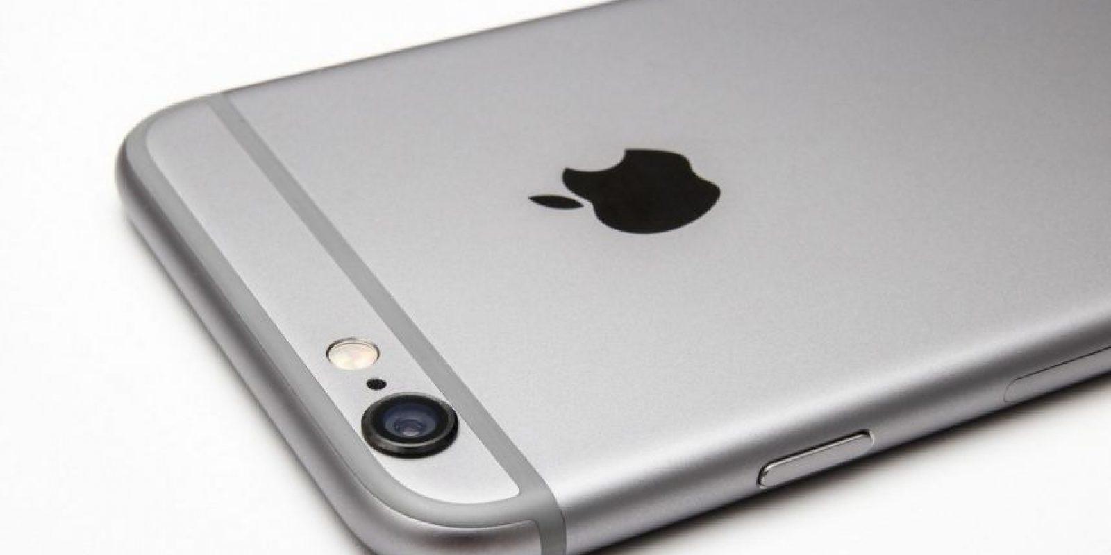 Un hombre asegura que es alérgico a su iPhone. Foto:Apple