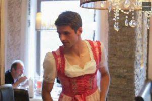 Esta es la foto de Thomas Müller que causó polémica en su cumpleaños. Foto:Vía twitter.com/JB17Official