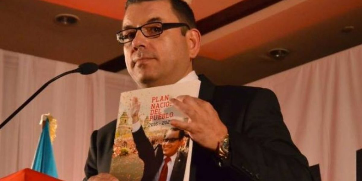 """Manuel Baldizón anuncia que por """"dignidad"""" se retira de contienda electoral y también deja al Líder"""