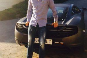 """Sus vehículos preferidos son un Bugatti Veyron, de 1.3 millones de euros, y un Lamborghini Aventador, de 366 mil euros. Además, pagó 200 mil euros por una licencia que le permite poner en sus placas las iniciales: """"CR7"""". Foto:Vía instagram.com/Cristiano"""