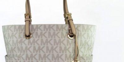 Michael Kors ha tenido una gran oportunidad al enmarcarse en la categoría de lujo accesible: estas bolsas son las más copiadas. Foto:vía Michael Kors