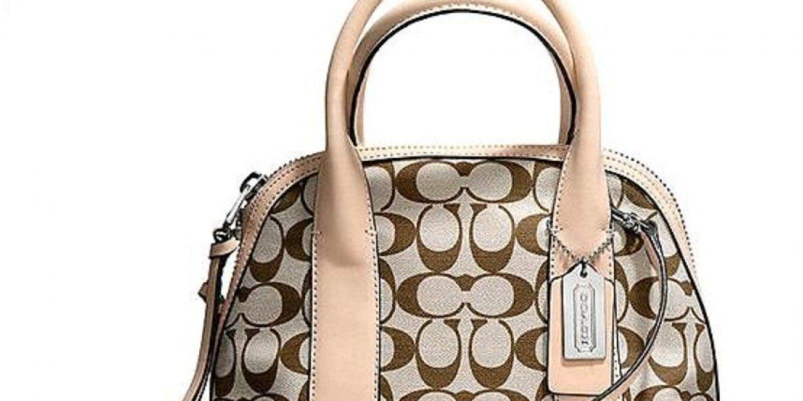 Este bolso de Coach fue totalmente falsificado. Foto:vía Coach