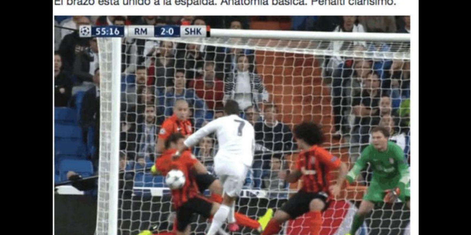"""Pero lo que se """"robó"""" la noche, fueron los dos penales que le marcaron a Cristiano Ronaldo. Foto:Vía twitter.com/lloutin"""