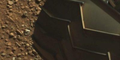 """El """"dedo"""" está en la parte superior izquierda de la imagen Foto:Foto: Fotografía original en http://mars.jpl.nasa.gov/msl-raw-images/msss/00003/mcam/0003ML0000125000E1_DXXX.jpg"""