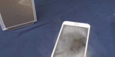 El smartphone de Apple se salvó del nitrógeno líquido. Foto:vía FullMag / YouTube