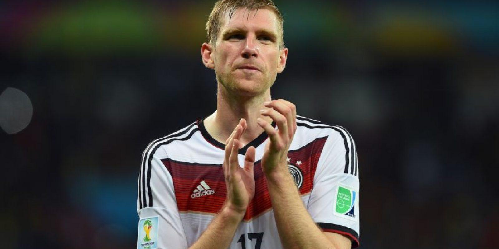 """El defensa dijo adiós a la """"Mannschaft"""" tras ganar en Brasil 2014, con sólo 29 años. La razón que dio fue que desea concentrarse en su club, el Arsenal, para ganar la Liga y la Champions League."""