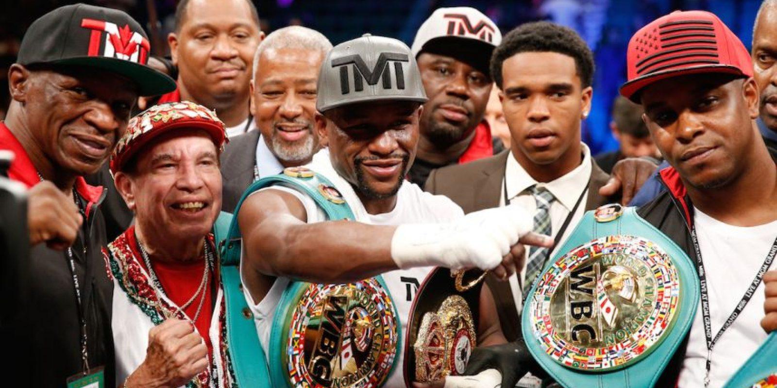 """""""Money"""" se retiró el pasado 13 de septiembre con una marca de 49-0, es decir, invicto. El boxeador estadounidense enfrentó a diversos rivales, pero ninguno de ellos fue capaz de derrotarlo razón por la cual Mayweather se considera """"The Best Ever"""" (el mejor de todos los tiempos). Foto:Getty Images"""