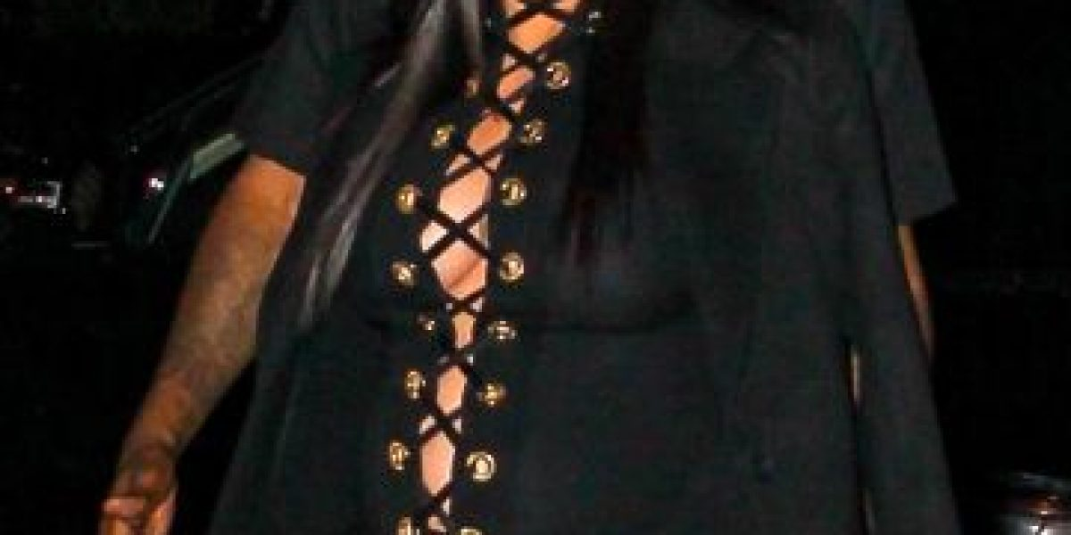 Kim Kardashian sigue causando polémica con sus looks premamá, así llegó al NYFW