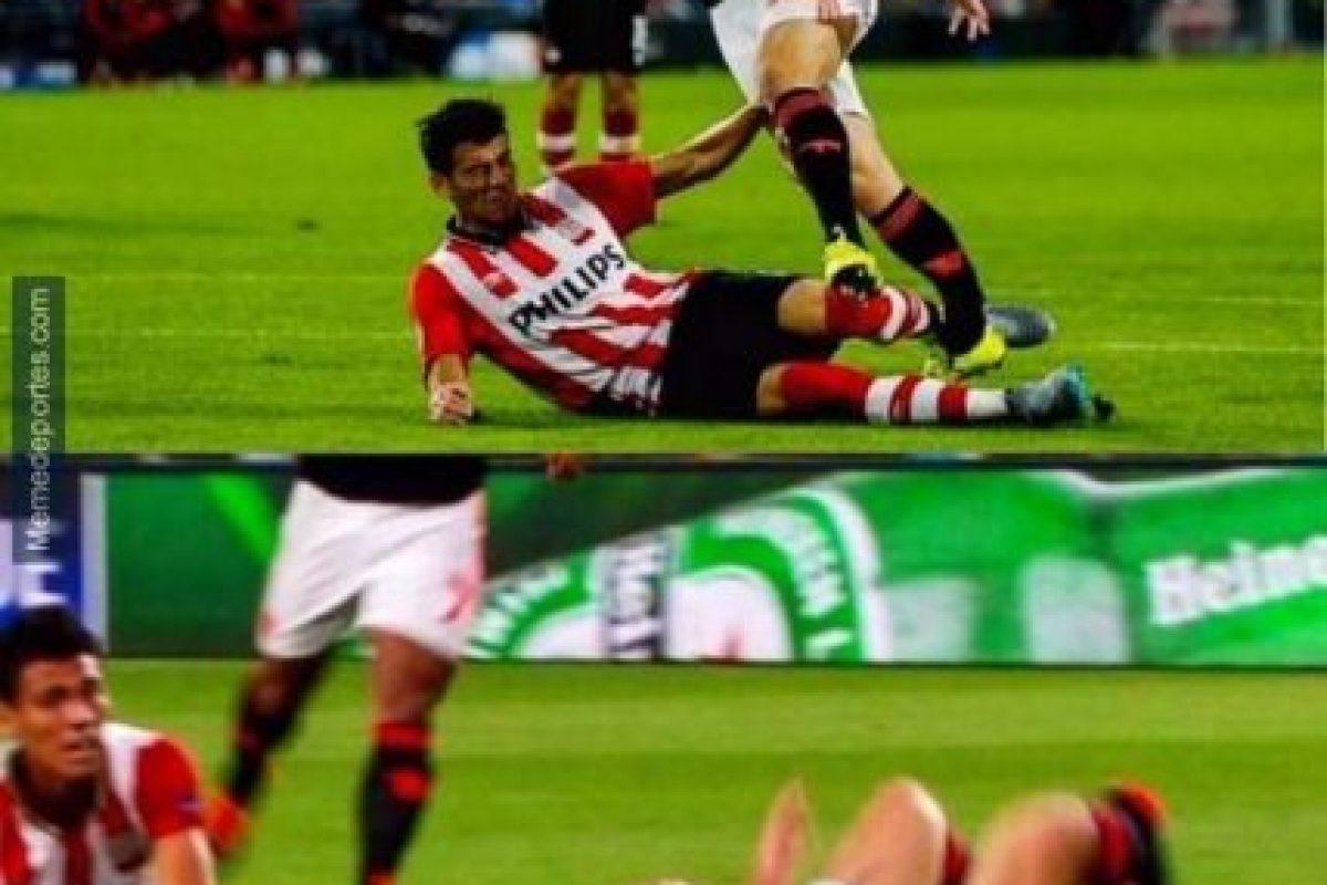 El inglés se fracturó la pierna en una barrida que le propinó el mexicano Héctor Moreno, del PSV. Foto:memedeportes.com