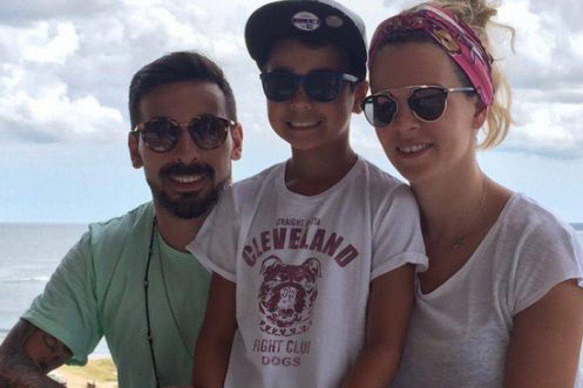Aquí la pareja con Tomás Lavezzi, hijo del futbolista, producto de una relación anterior. Foto:Vía instagram.com/pocho22lavezzi