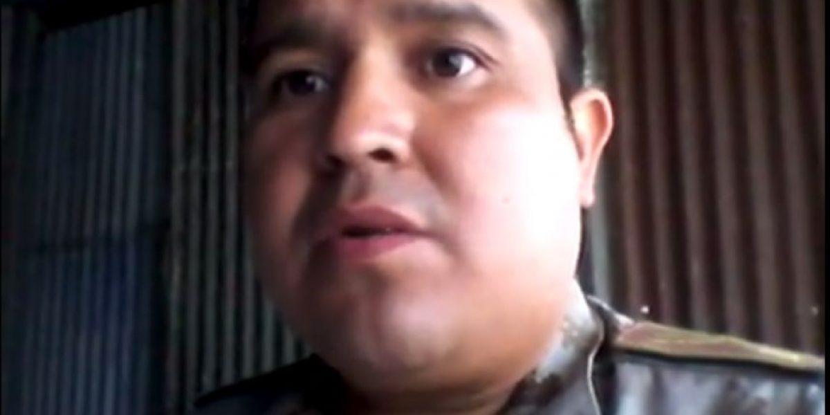 Guatemaltecos felicitan a inspector de Diprona que denunció a comisarios