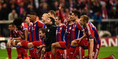 Esto no es todo. Como muestra de solidaridad, en su duelo del pasado 12 de septiembre ante el Ausburgo, los jugadores del Bayern Munich saltaron a la cancha de la mano de un niño refugiado. Foto:Getty Images