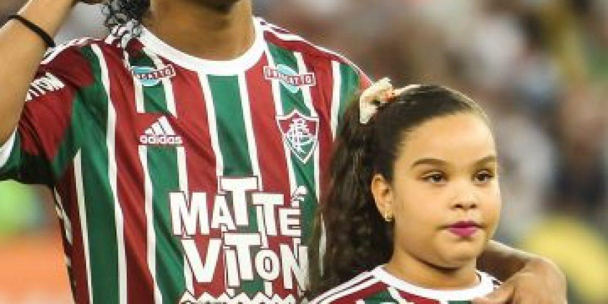 Ronaldinho felicitó a su exclub y desató la furia de los hinchas