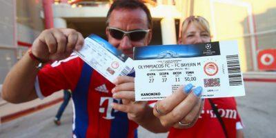 Los aficionados alemanes viajaron a Atenas para ver el debut de su equipo en Champions League frente a Olympiacos. Foto:Getty Images