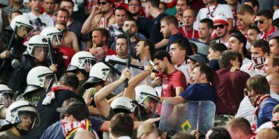 En redes sociales, diversos medios alemanes reportaron violentas agresiones de policía griega a hinchas del Bayern Munich. Foto:Getty Images
