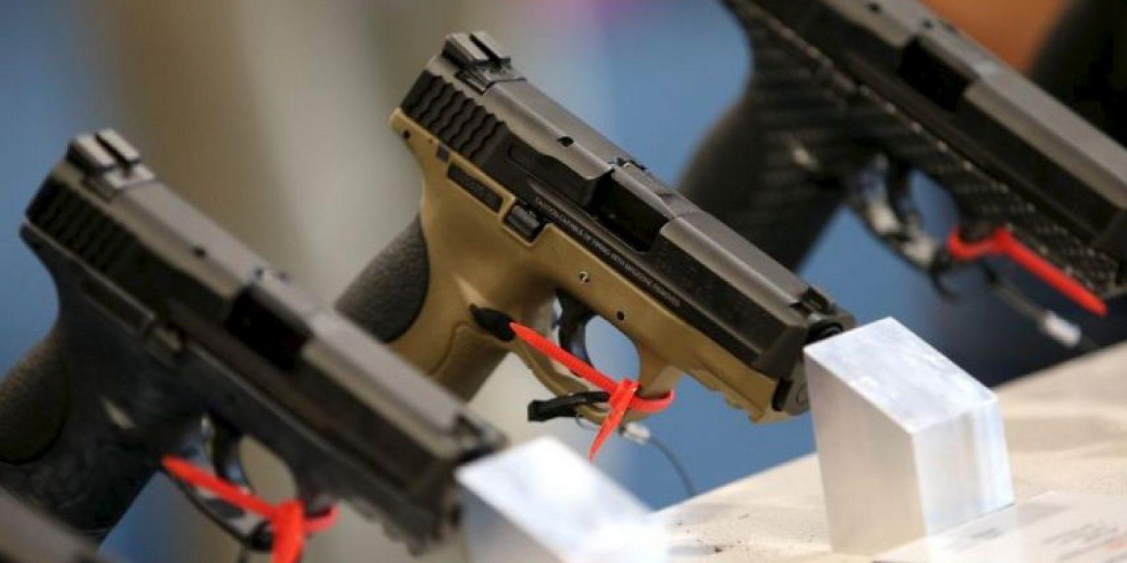 De hecho hubo dos fusilamientos masivos: a masacre de la Iglesia de Charleston, donde nueve afroamericanos fueron asesinados por Dylann Roof, de 21 años y la del noticiero de televisión de Virginia, que dejó a dos periodistas muertos durante una transmisión en vivo. Foto:vía Getty Images