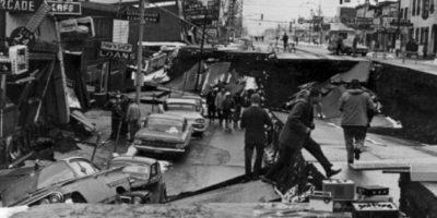 2. 28 de marzo de 1964; Prince William Sound, Alaska: El tsunami resultante alcanza alturas de 67 metros a su paso. Como resultado hubo 128 muertes y daños por más de 311 millones de dólares Foto:Wikimedia