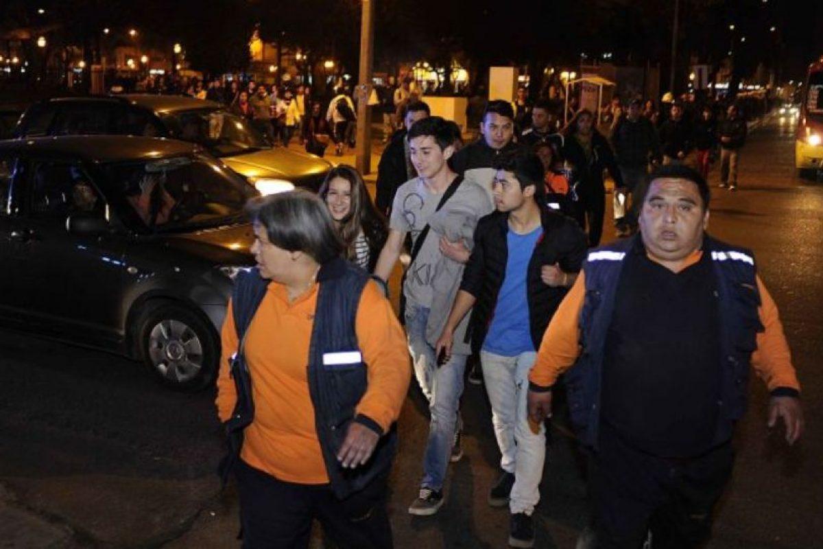 Las autoridades recomiendan no bajar de las zonas elevadas. Foto:vía Agencia Uno/Publimetro Chile