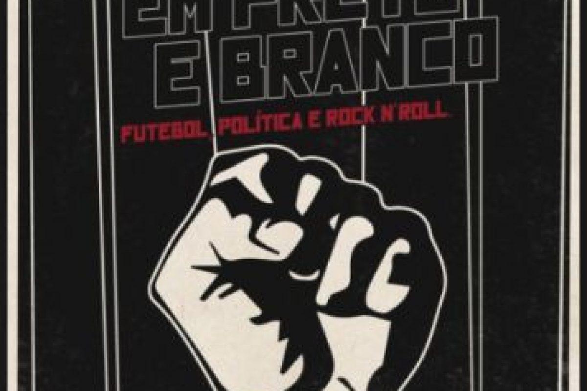 Durante 1980, Brasil vivía bajo un régimen totalitario. Un equipo de fútbol decidió rebelarse y estableció reglas y principios democráticos como su base ideológica Foto:Pedro Asbeg